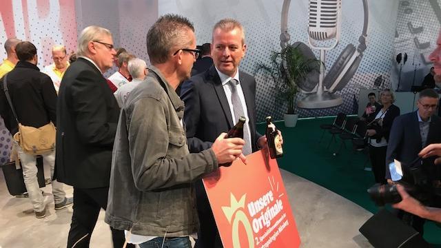 Nürnbergs Oberbürgermeister Ulrich Maly im Gespräch mit Braumeister Oswald Kundmüller auf der Bühne der Meropolregion.