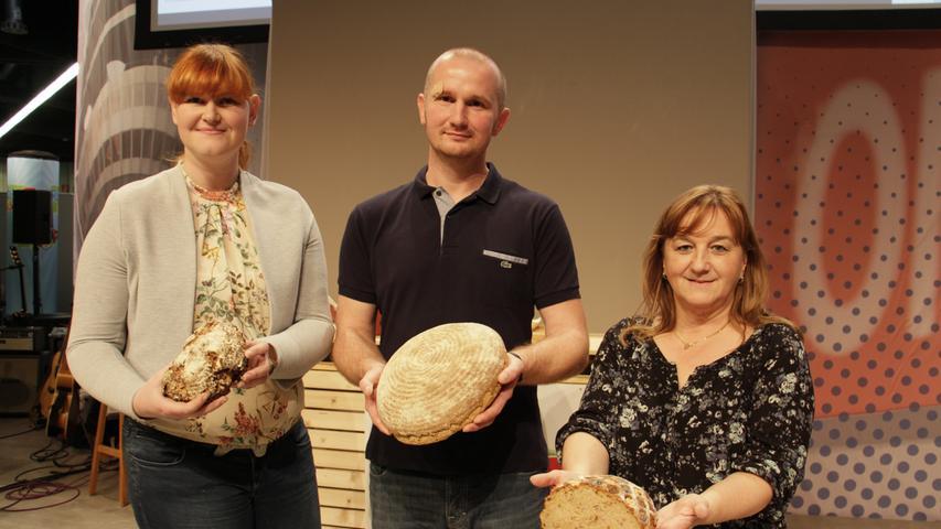 Die glücklichen Gewinner posierten am Ende nochmal mit ihren Broten für die Kameras.
