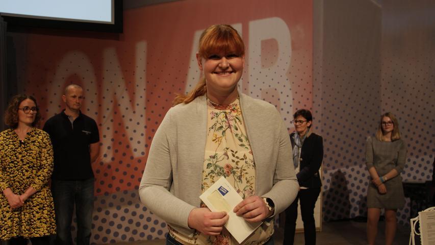 Die Zweitplatzierte Julia Rüdiger durfte sich über einen Gutschein von Küchen Lösch im Wert von 200 Euro freuen.