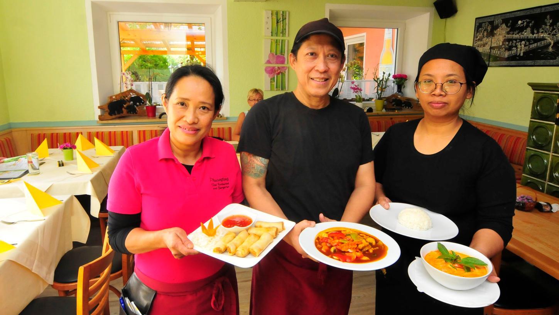 Phuangtong Zimmermann (links) hat sich ihren Traum erfüllt und in Hohenschwärz das