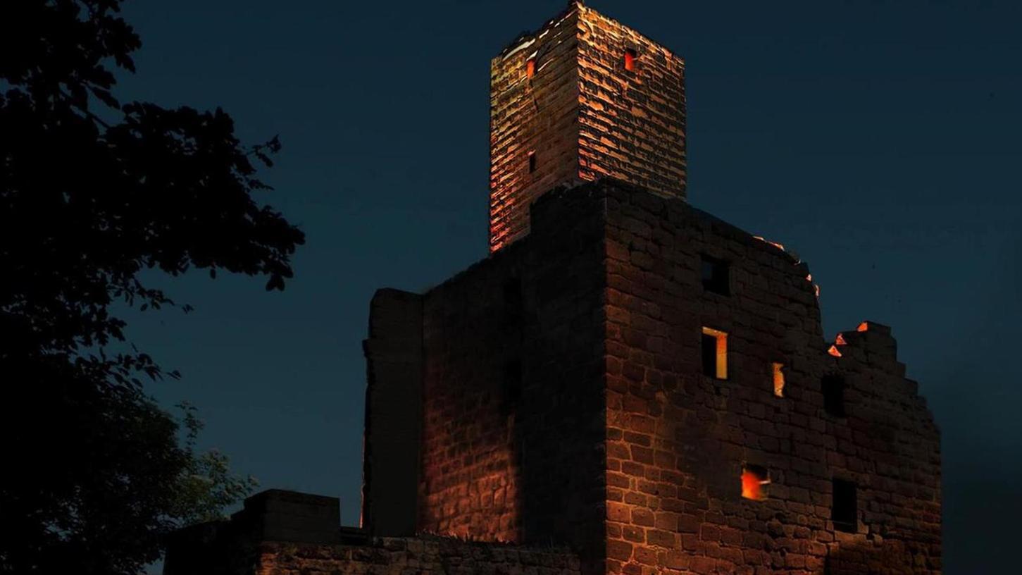 Die nächtliche Burg Hilpoltstein hat ihre optischen Reize – keine Frage. Das Beleuchtungskonzept wurde jetzt in Zusammenarbeit mit einem Lichtdesigner optimiert.