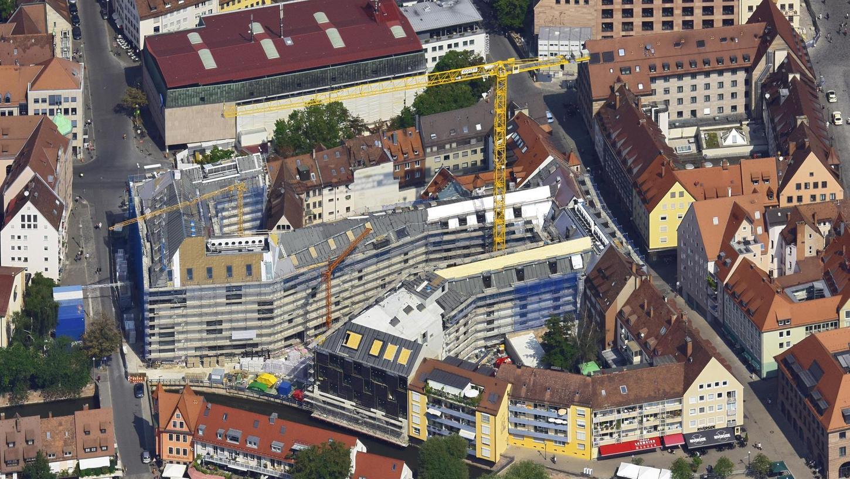 Aus der Luft sieht man erst, wie groß die Baustelle am Augustinerhof ist. Hier entsteht das Deutsche Museum. Im Dezember 2020 soll es eröffnet werden.