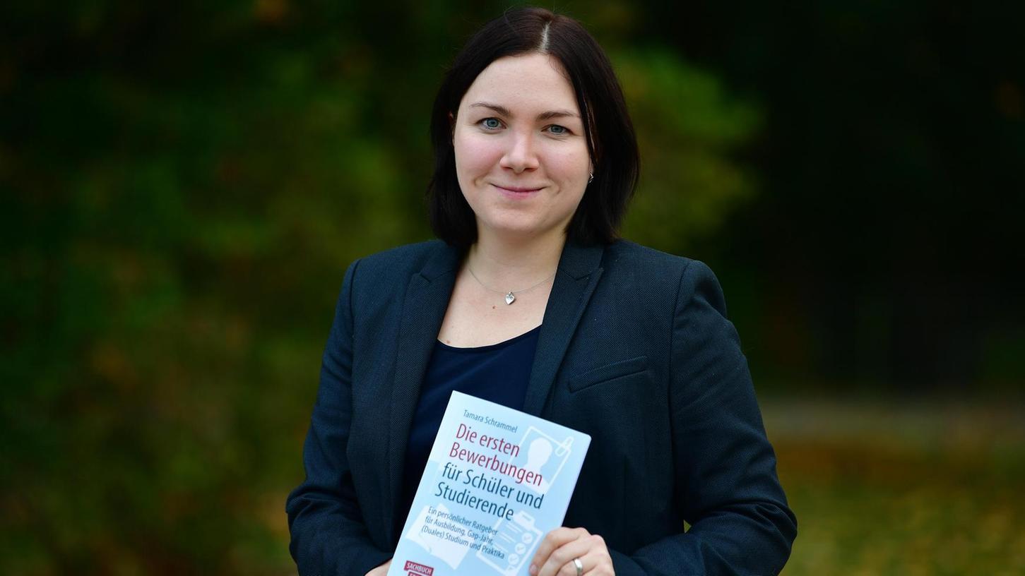 Die 30-jährige Tamara Schrammel will mit ihrem Bewerbungsratgeber jungen Menschen bei der beruflichen Orientierung und den ersten Bewerbungen helfen.