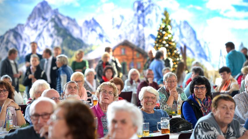 Volle Jurahalle beim Steidl-Reisefest 2019