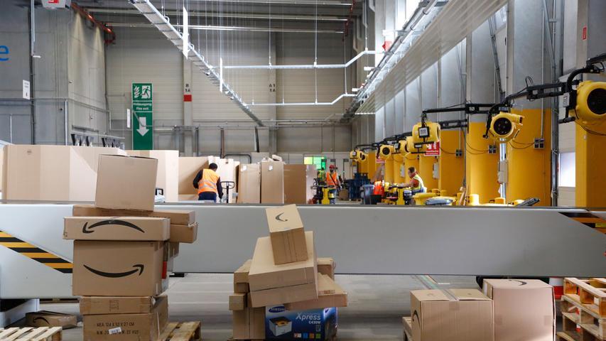 Die großen Logistikzentren, in denen bis zu zehn Millionen Artikel gelagert werden, haben im Durchschnitt sogar 100.000 Quadratmeter.