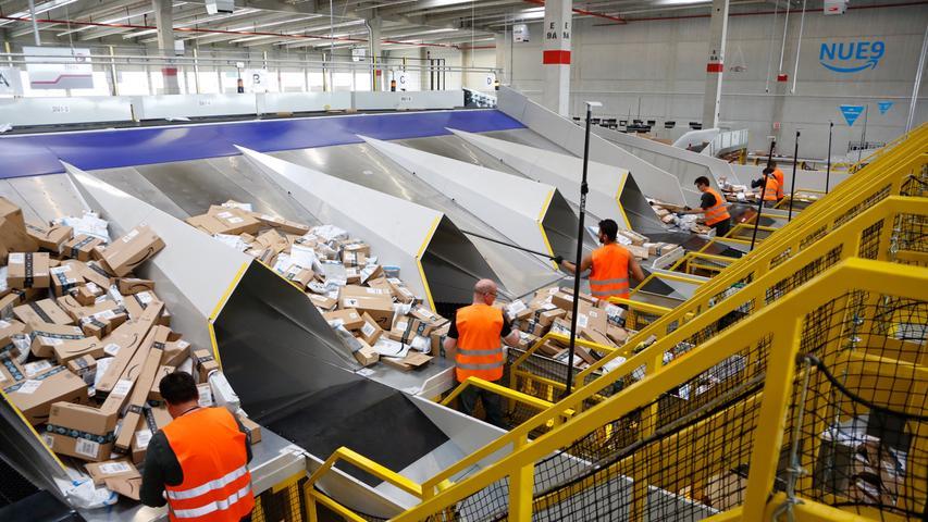 Rund 150 Mitarbeiter zählt das Amazon-Sortierzentrum momentan...