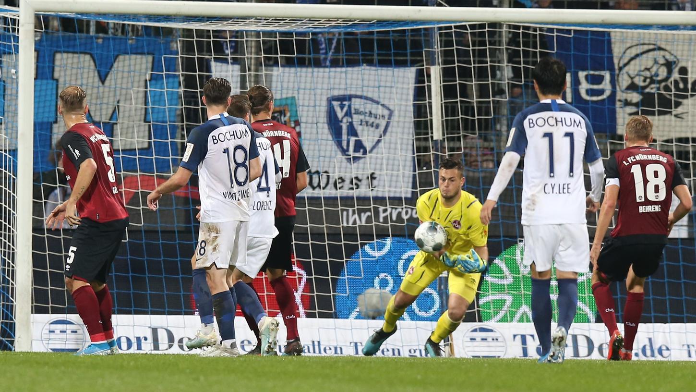 Ein fataler Fauxpas: Club-Youngster Benedikt Willert ließ den Ball vor dem 0:2 aus den Armen flutschen.
