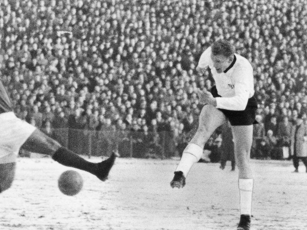 Nürnberg, Sechziger Jahre; 1960er; 1. FC Nürnberg - Benfica Lissabon 3:1. Foto: Ulrich. Veröff. in den NN am 02.02.1962. Überschrift: