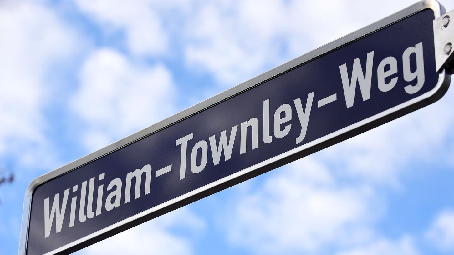 Zwischen der Erlanger Straße und der Boenerstraße erinnert jetzt der William-Townley-Weg an den legendären Trainer der SpVgg.
