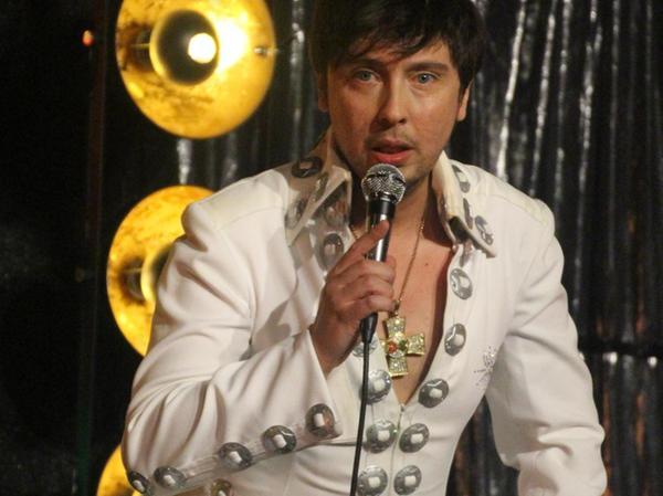 """Der """"King"""" scheint auferstanden zu sein: Armin Stöckl verzückt als Elvis Presley."""