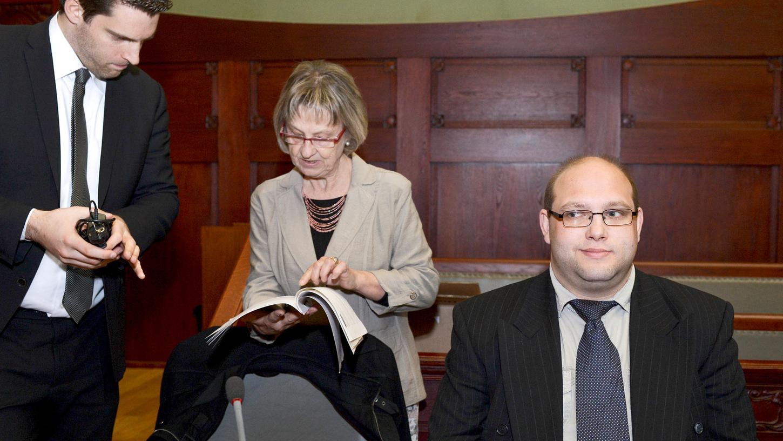 Gudrun Rödel (Mitte) kämpfte im Wiederaufnahmeverfahren 2014 um die Rehabilitierung ihres Schützlings Ulvi K. (Rechts) mit dem damaligen Anwalt Michael Euler (Links).