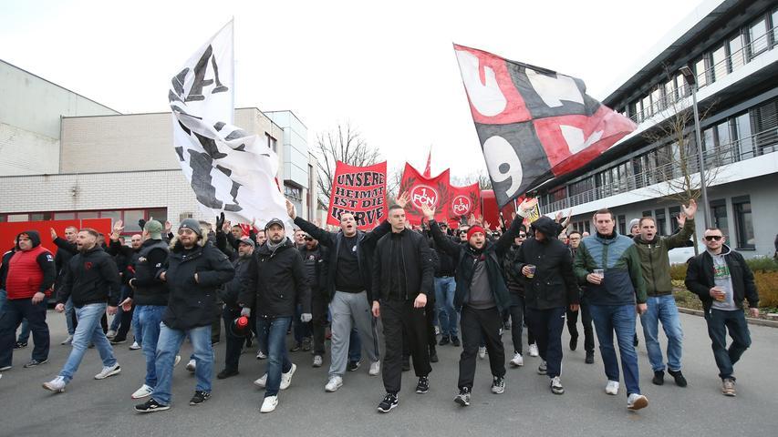 Heißmacher vor dem Derby: Ultra-Aufmarsch am Club-Gelände