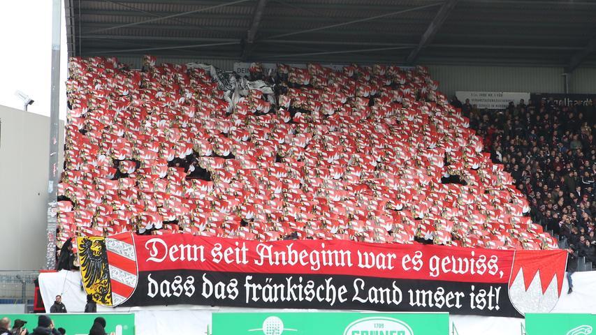 24.11.2019 --- Fussball --- Saison 2019 2020 --- 2. Fussball - Bundesliga --- 14. Spieltag: SpVgg Greuther Fürth ( Kleeblatt ) - 1. FC Nürnberg Nuernberg FCN ( Club ) --- Derby Frankenderby ---Foto: Sport-/Pressefoto Wolfgang Zink / DaMa --- ..DFL regulations prohibit any use of photographs as image sequences and/or quasi-video ---......Symbolbild Symbolfoto Feature Impression - Choreografie der Clubfan / Clubfans / FCN-Fans / Fans vor Spielbeginn