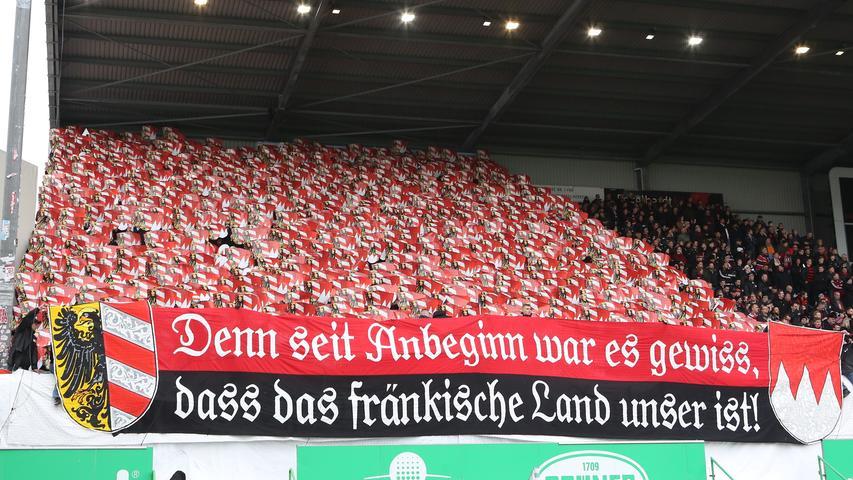 Rot-Schwarze Gänsehaut in Fürth: Die Club-Choreo in Bildern!