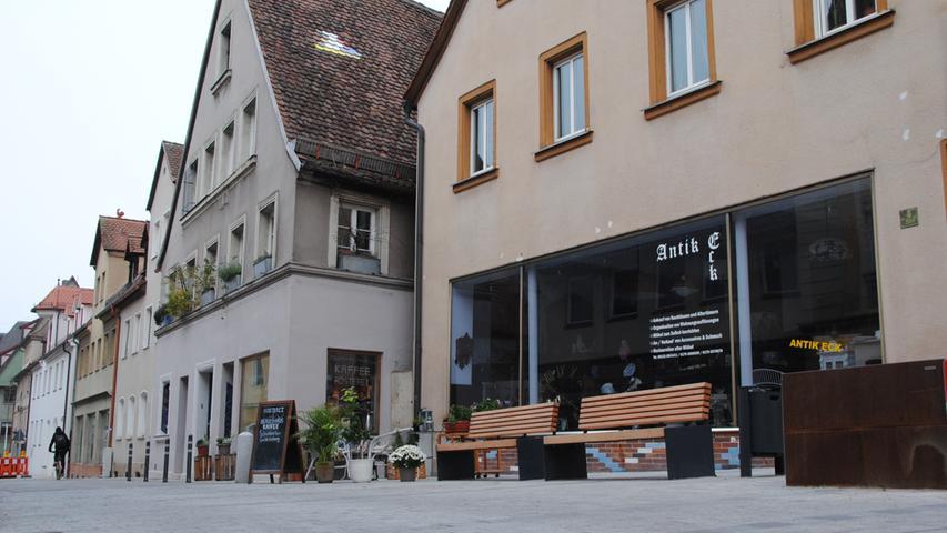 Der Platz ist ein Teil der Achse Neutor-, Friedrich-, Hördlertorstraße, die derzeit neu gepflastert und gestaltet wird.