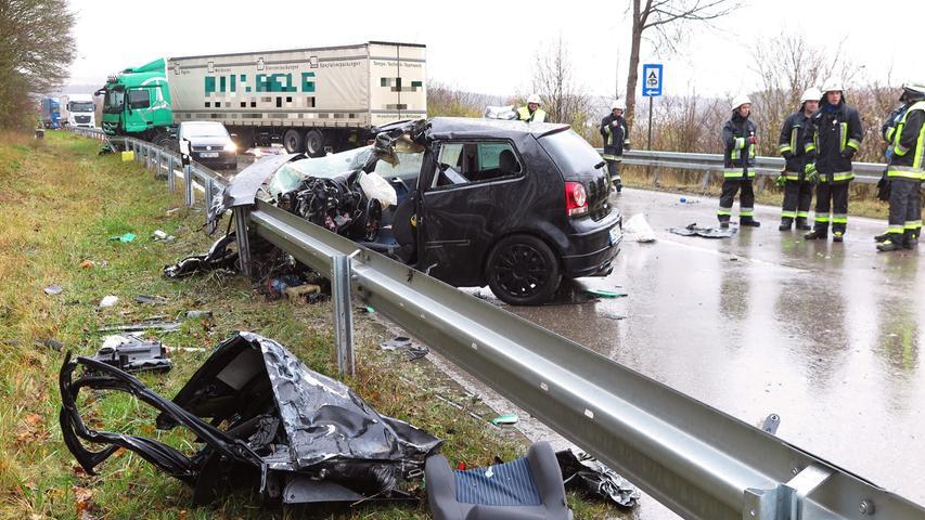 19-jähriger Autofahrer stirbt nach Kollision mit Lastwagen