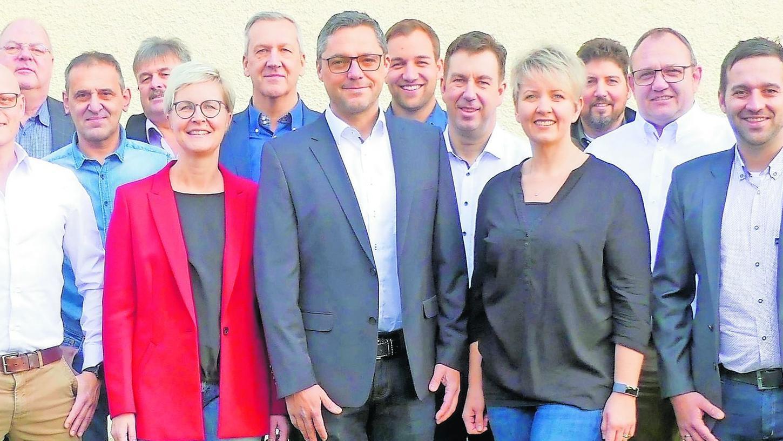 """Die """"Wählergemeinschaft Hallerndorf"""" mit Gerhard Bauer (Mi.). Leider passen nicht alle Kandidaten in das Bildformat."""