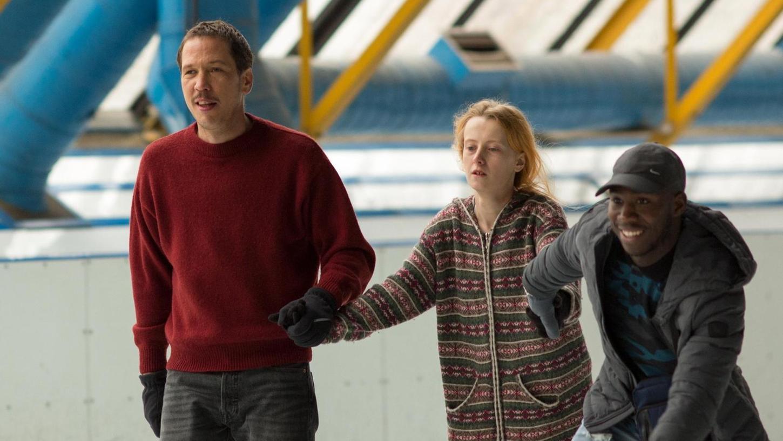 """In """"Alles außer gewöhnlich"""" geht es um Autismus. Hier eine Szene mit Reda Kateb (links) als Malik und Bryan Mialoundama (rechts) als Dylan."""