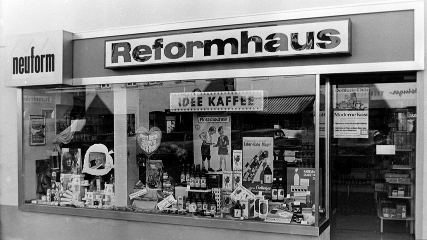 Im Dezember 1969eröffnete Karl Bayreuther am Unteren Markt in Pegnitz ein Reformhaus. Inzwischen hat das Geschäft längst wieder geschlossen. Später war in den Räumen unter anderem ein Dessous-Laden und