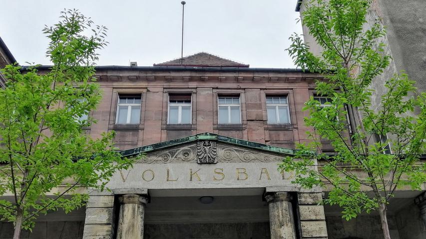 Die drei Hallen, wie sie 1914 zur Eröffnung existierten, werden saniert wieder genutzt, aber nur zwei davon fürs Schwimmen.