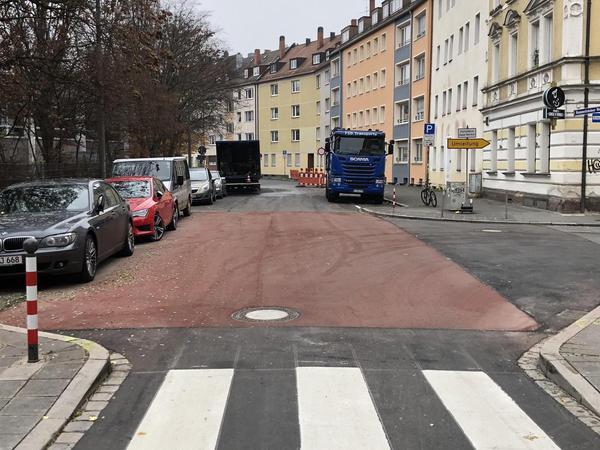 Am Hummelsteiner Weg laufen gerade die letzten Arbeiten für die neue Fahrradstraße. Am 13. Dezember soll sie fertig sein.