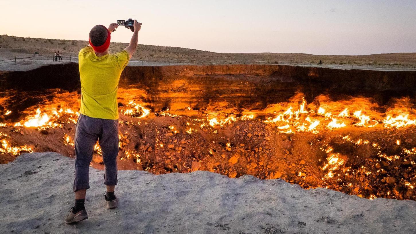 Feuer und Flamme für die Fotografie, aber jetzt lieber keinen Schritt weiter. Oder doch? Das wird eine der Multivisionsschaus zeigen.