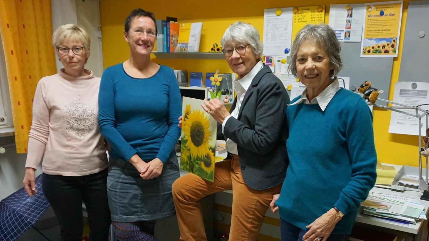 In der Krankenhausstraße 12 unterhält der Klinik-Besuchsdienst ein kleines Büro. Dort gratulierte Bürgermeisterin Elisabeth Preuß (2. v. l.) Gertraud Stumpf, Meike Jakob und Sigrid Köhn zum 45-jährigen Bestehen der Initiative.