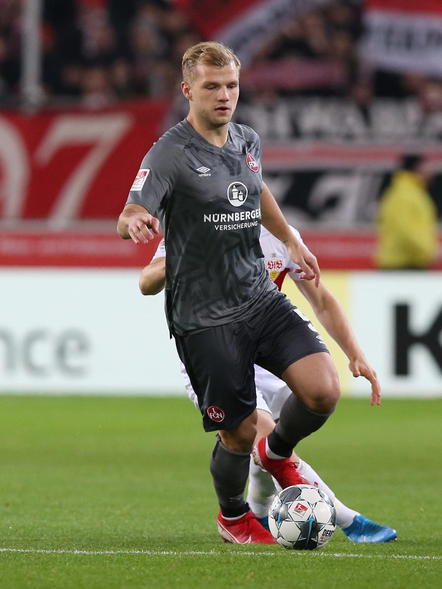 09.12.2019 --- Fussball --- Saison 2019 2020 --- 2. Fussball - Bundesliga --- 16. Spieltag: VfB Stuttgart - 1. FC Nürnberg Nuernberg FCN ( Club ) --- Foto: Sport-/Pressefoto Wolfgang Zink / DaMa --- ..DFL regulations prohibit any use of photographs as image sequences and/or quasi-video ---......Johannes Geis (5, 1. FC Nürnberg / FCN ) Santiago Ascacibar (6, VfB Stuttgart )