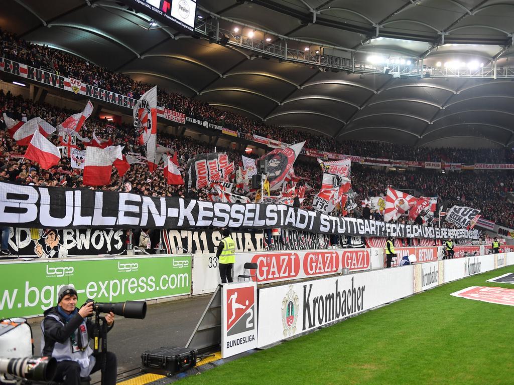 09.12.2019 --- Fussball --- Saison 2019 2020 --- 2. Fussball - Bundesliga --- 16. Spieltag: VfB Stuttgart - 1. FC Nürnberg Nuernberg FCN ( Club ) --- Foto: Sport-/Pressefoto Wolfgang Zink / WoZi --- .DFL regulations prohibit any use of photographs as image sequences and/or quasi-video ---...Spruchband VFB-Fans