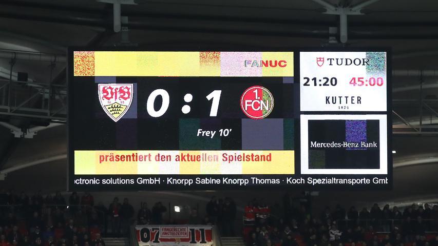 0:1 zur Pause, die Gäste führen nach 45 Minuten. Ihre einzige Torchance haben die Nürnberger auch direkt nutzen können. Stuttgart wurden dagegen zwei Treffer aberkannt, eine Top-Chance vereitelte Dornebusch in Weltklasse-Manier. Insgesamt führt das Team von Jens Keller also durchaus glücklich.