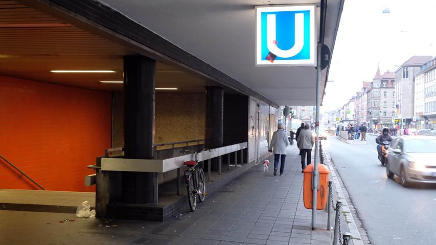Der Aufseßplatz ist nach Hans Philipp Werner Freiherr von und zu Aufseß, dem Gründer des Germanischen Nationalmuseums, benannt. Die U-Bahn-Haltestelle wurde 2019 werktags von 27.700 Fahrgästen genutzt.