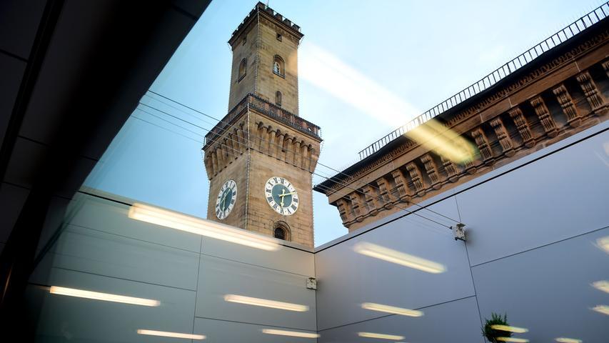 Am 5. Dezember 1998 wurde der U-Bahnhof Rathaus Fürth eröffnet. 2019 wurden dort 18.300 Ein- und Aussteiger pro Werktag gezählt.