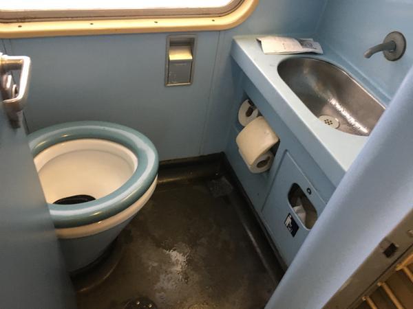 Die Toiletten in den Go-Ahead-Waggons wirken wie aus einer anderen Zeit.