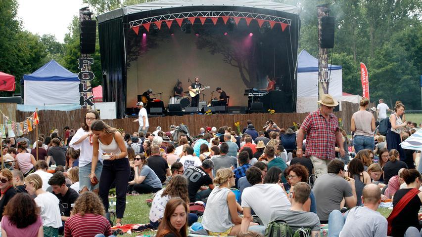 Im Jahre 2011 begann die Story von Folk Im Park - dem Festival in Nürnberg, sieben Jahre lang lud das Kulturzentrum E-Werk in Zusammenarbeit mit dem Folk Im Park e.V. und dem Mobilen Kino zu einem musikalischen, familiären Picknick auf der Wiese. Unter dem Namen