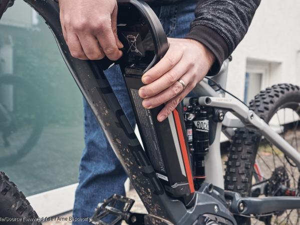 E-Bike: Wenn möglich, sollte der Akku vor dem Einlagern abgenommen werden.
