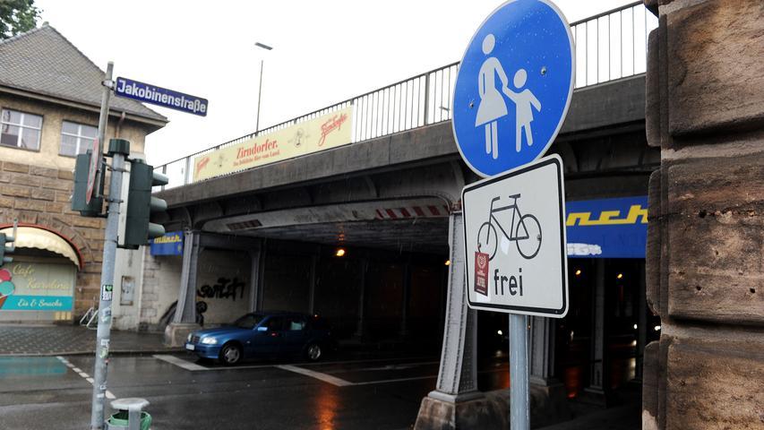 Genauso viele Leute steigen auch bei der Jakobinenstraße ein und aus: 14.500 Personen fahren dort mit der U1.