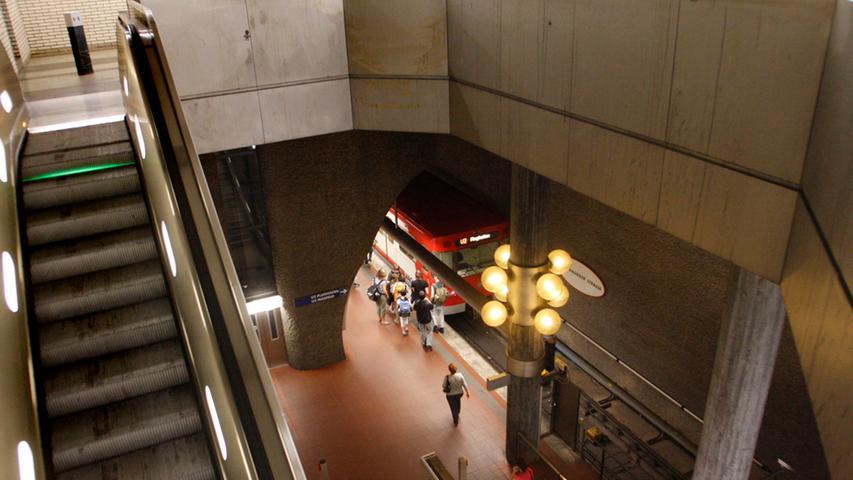 Seit dem 14. Juni 2008 ist er der Trennungsbahnhof für die Linien U2/U3 - dort gabelt sich der Streckenverlauf. An der Rothenburger Straße steigen jeden Werktag 13.400 Menschen ein und aus.
