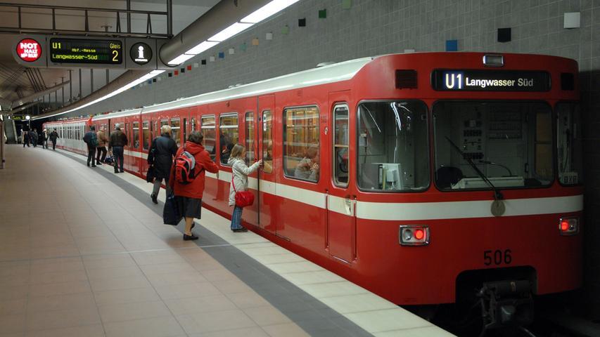 Von U-Bahnhof Fürth Rathaus führt die Strecke unter dem Gänsbergviertel und der Rednitz hindurch zum Bahnhof Fürth Stadthalle, wo täglich 5200 Pendler ein- und aussteigen. Im weiteren Verlauf geht es unter dem Scherbsgraben und dem Kellerberg hindurch bis zum Bahnhof Fürth Klinikum.