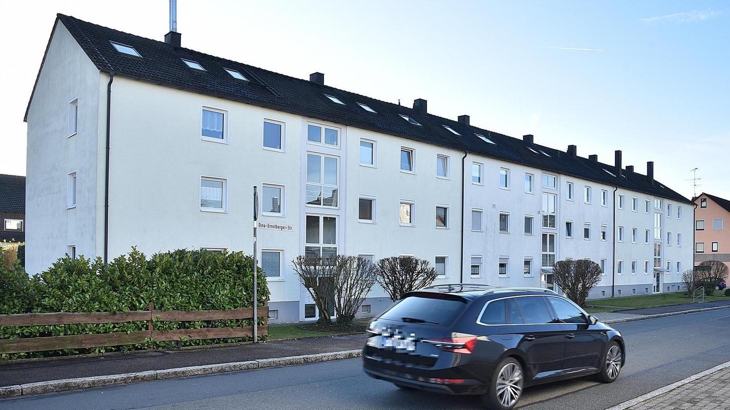 In der Dina-Ernstberger-Straße 3 sind die Dachböden zu Wohnungen ausgebaut worden, was aus brandschutzrechtlichen Gründen nicht zulässig war. Das freilich wussten die jetzigen Eigentümer vorher nicht.