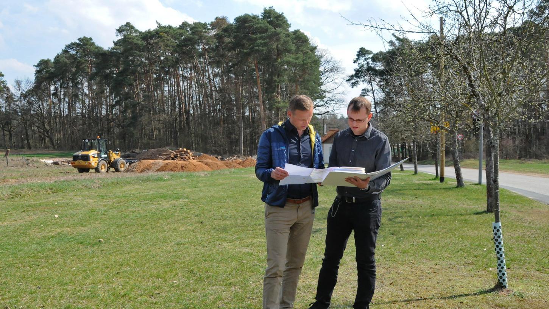 Es geht mit der Dormitzer Kindertagesstätte voran. Seit sich Bürgermeister Holger Bezold die Kanalüberrechnungen für den Kita-Neubau erklären ließ, ist einiges geschehen. Jetzt stehen die Außenanlagen auf der Agenda.