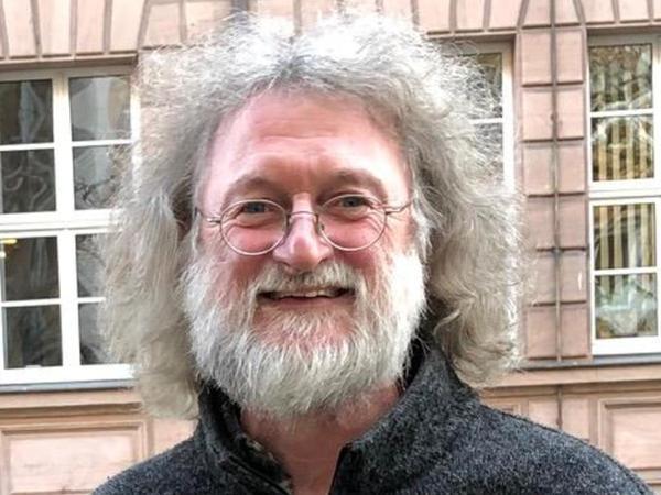 Hugo Walser (61) war seit Februar 1993 der städtische Fahrradbeauftragte in Nürnberg. Nach dem Abitur am Pirckheimer-Gymnasium studierte er Geografie, Soziologie und Politologie. Vor seinem Wechsel zur Stadt war Walser an der Uni Bayreuth im Bereich Regionale Entwicklungsforschung tätig.