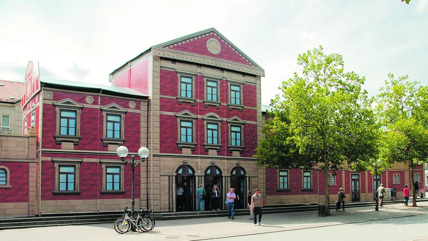 Der Ludwigsbahnhof ist nach über 70 Jahren auf die Fürther Freiheit zurückgekehrt - zumindest als detailgetreuer Nachbau zum Jubiläumsjahr der Eisenbahn.