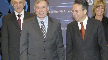 Hoher Besuch in der BA: Vorstand Heinrich Alt, Vorstands-Chef Frank-Jürgen Weise und Staatssekretärin Dagmar Wöhrl (von links) mit Horst Köhler.