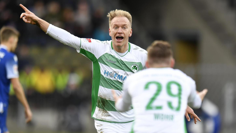 Verletzungsmisere adé: Havard Nielsen wirkte bei allen 18 bisherigen Kleeblatt-Spielen mit und jubelt hier nach seinem Treffer zum zwischenzeitlichen 4:1 für die SpVgg beim Karlsruher SC.