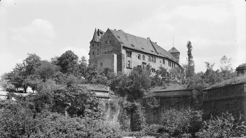 Die Kaiserburg thront seit Jahrhunderten über der Nürnberger Altstadt. Dieses Foto entstand um 1935.