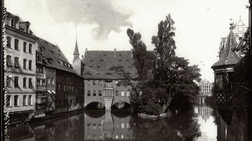 Der Blick von der Museumsbrücke offenbart um 1900 einen romantischen Blick auf das Heilig-Geist-Spital.