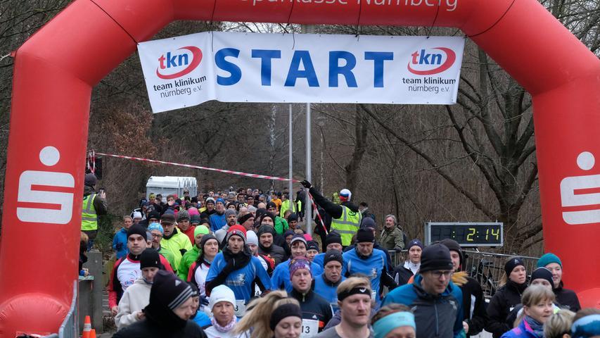 Fotograf: Roland Fengler..Datum: 31.12.2019..Ressort: Lokales.. ..Motiv: Silvesterlauf 2019 hinterm Wastl Wöhrder See......Start 10 km Hauptlauf.... ....
