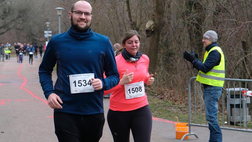 Fotograf: Roland Fengler..Datum: 31.12.2019..Ressort: Lokales.. ..Motiv: Silvesterlauf 2019 hinterm Wastl Wöhrder See...... Start 5 km Hobbylauf.... ....