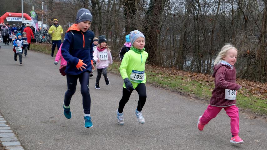 Fotograf: Roland Fengler..Datum: 31.12.2019..Ressort: Lokales.. ..Motiv: Silvesterlauf 2019 hinterm Wastl Wöhrder See....400 m Bambinilauf.......... ....