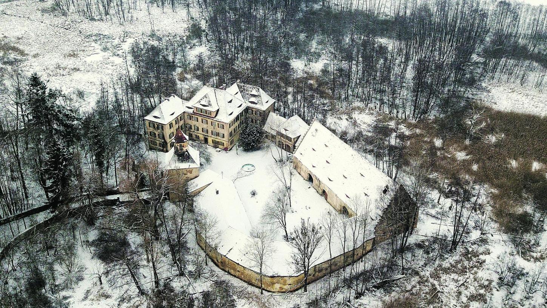 Und wieder zieht ein Winter über das marode Syburger Wasserschloss. Diesmal allerdings könnte es der letzte vor einer grundlegenden Sanierung sein. Das hofft man zumindest beim Landratsamt.